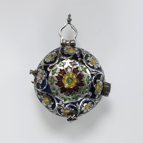 Pomander with scent receptacle of partially gilded silver, probably made in England, 1680-1700