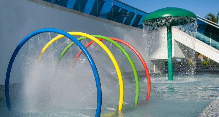 Piscina para niños. El Hotel Las Américas Torre del Mar goza de una piscina para niños en el primer piso, en medio de una zona interactiva de juegos de agua que complementa un oasis de relax y diversión. #ElHoteldeLasEstrellas