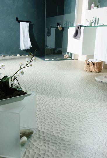 Salle de bains : 11 revêtements de sol hyperlookés - CôtéMaison.fr