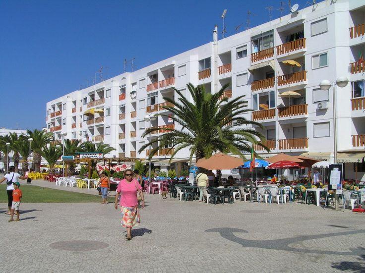 Bed and Breakfast Villa Laguna Algarve   Fuseta, een levendig dorpje met veel terrasjes en restaurantjes