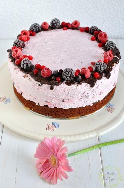 Tort cu fructe de padure si mascarponeMascarpone and forest fruit cake