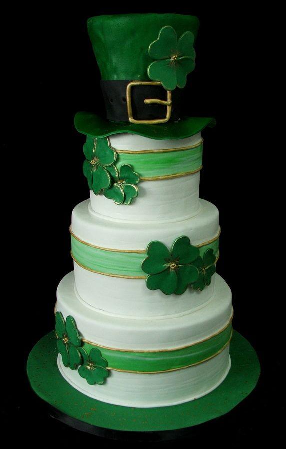 Cake Decorating St Patrick Day : 25+ best ideas about Irish Wedding Cakes on Pinterest ...