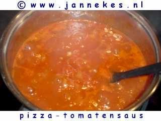 Pizza tomatensaus recept: Pizzasaus, lekkere saus voor Pizza's, Italiaanse keuken, recept eigengemaakte pizza tomatensaus
