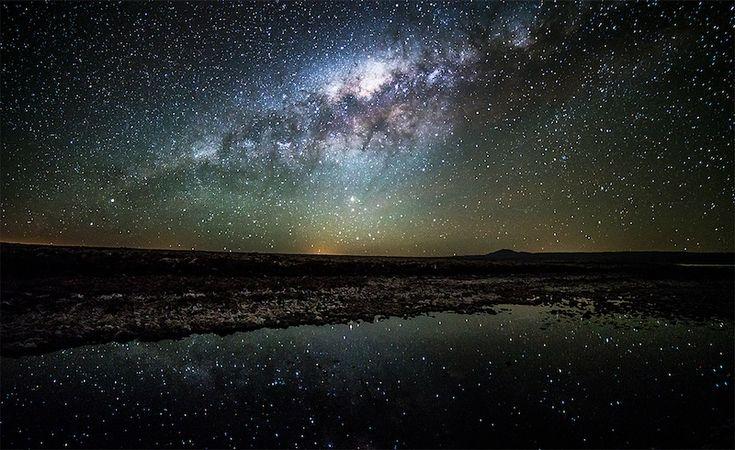 Une nuit sur Terre dans le désert d'Atacama. Superbe « timelapse video ». Le temps accéléré au cœur des nuits australes, celles-ci espionnées par le photographe...
