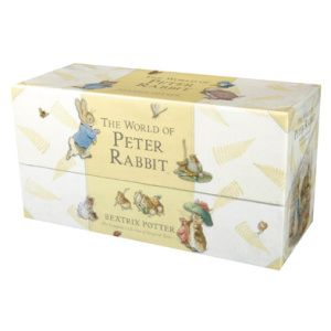 A must have for me, and I finally found it: The World of Peter Rabbit Presentation Box (Tales 1-23), i.e. the complete collection! Bra med flera små böcker, mer lätthanterligt för barnet.