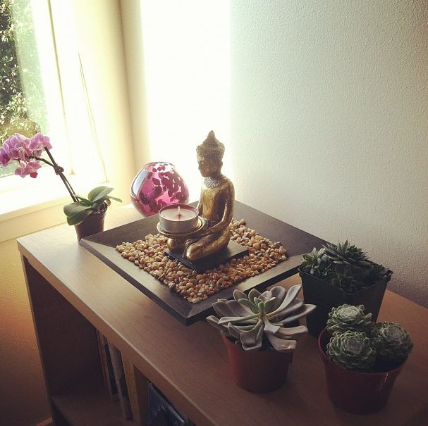 Zen garden in a long bench top, with a lid (maybe glass) to stop dust getting in - cool.