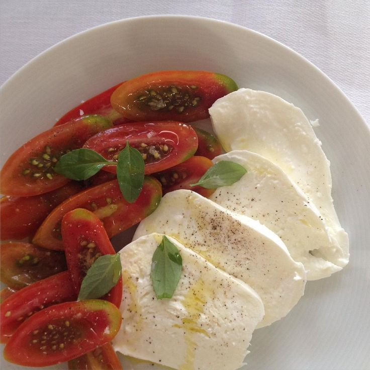 Too hot to cook, and why would I when I have @hamandcheeseco buffalo mozzarella and @elenajohnspa datterini tomatoes.