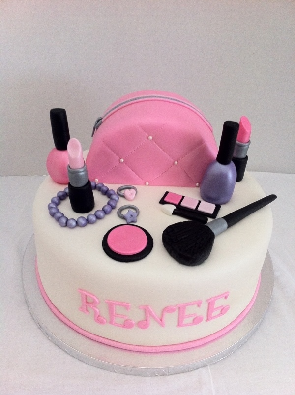I've never seen such perfect  fondant makeup!!