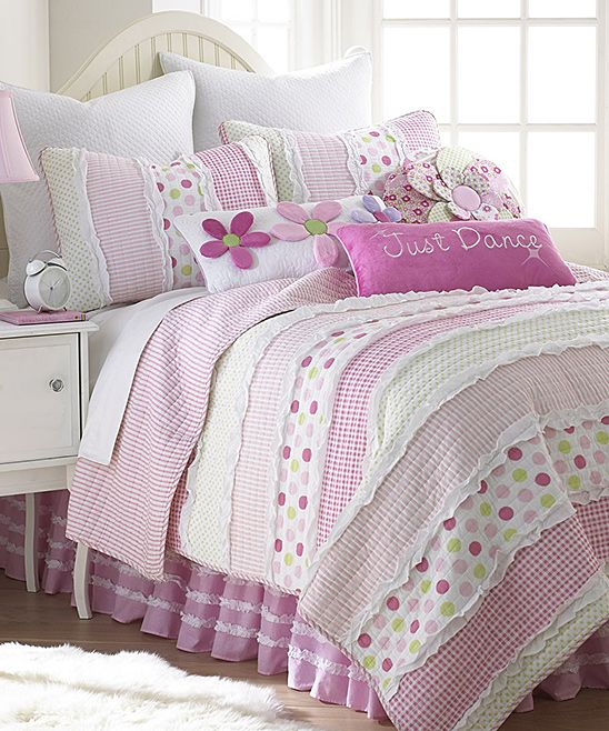 Pretty rag quilt.  recreate quilt and pillow shams for Em's big girl room (different colors).