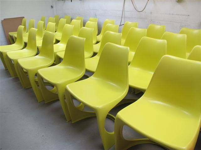 The 290 MODO chairs in Primrose yellow, hot hot of the mold! This is one of the 2014 fashion trend colors!