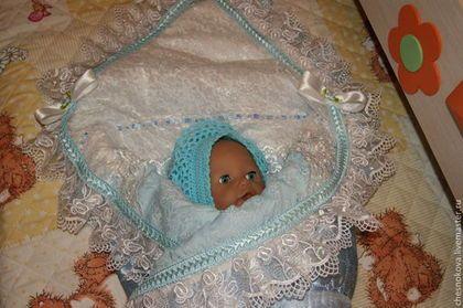 Купить или заказать Уголок на выписку для новорожденного  мальчика в интернет-магазине на Ярмарке Мастеров. Вы живете в ожидании малыша? Готовитесь к выписке, такому важному и неповторимому событию?Очаровательный уголок будет прекрасным дополнением к одеяльцу или конверту.Нежный батист из натурального хлопка будет приятен к тельцу младенца. Вставка из гипюра в сочетании с роскошным кружевом из органзы ,с выпуклым вышитым рисунком придает ему неповторимую красоту ,.