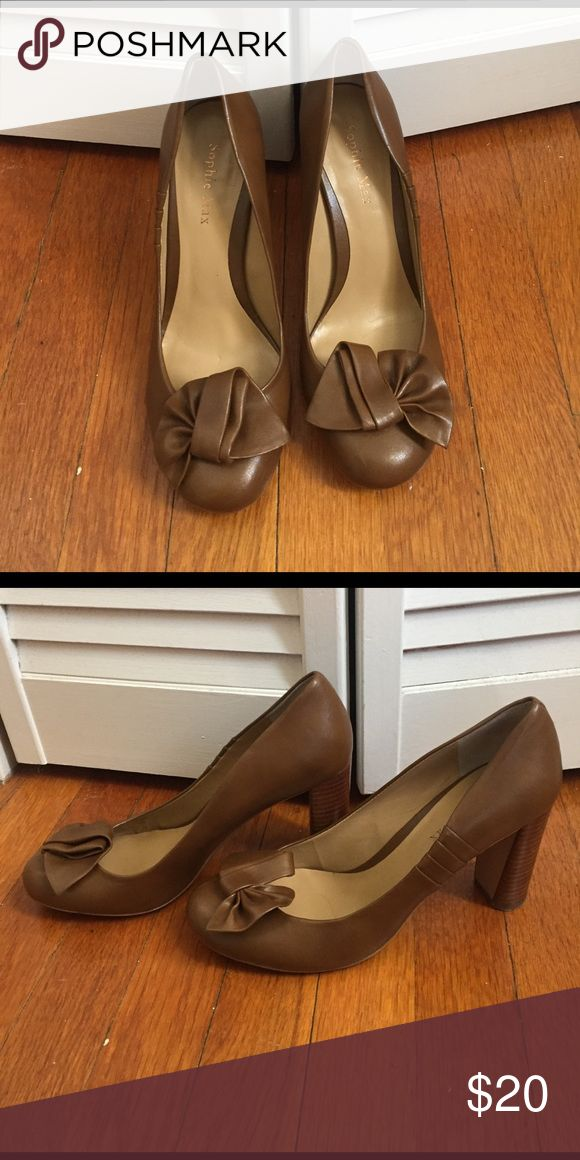 Sophie Max camel pumps Adorable Sophie Max pumps. With knot detail. Camel color. Size 8.5. Fits more like an 8. Gently used. Look brand new. Sophie Max Shoes Heels