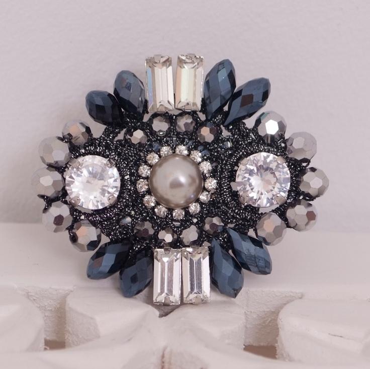 Anillo perla y piedras gris  www.belleboheme.es