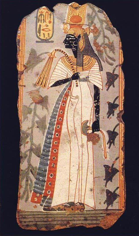 Pintura tumba de Kynebu. Ramésida. British M. G. ANDREU, La statuette d'Ahmès Néfertari, París, 1997, Ahmes-Nefertari: reina y deidad asociada a fertilidad, maternidad, renovación y protección en Más Allá, patrona de Deir el-Medina. Tocado de buitre: Alas a los lados de la cara, cabeza sobre frente, cola hacia atrás. Garras sostiene anillas: signo chen-chen, símbolo de eternidad. Tocado tradicional de reinas egipcias, que podía rematarse con una especie de rodete que sostenía 2 largas…