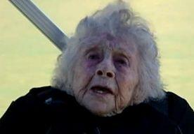 6-Jun-2013 10:45 - OMA (102) VIERT VERJAARDAG MET BASEJUMP. De Amerikaanse Dorothy Custer werd deze week 102 jaar. Op zich al een prestatie, maar de krasse bejaarde maakte er wel een heel bijzondere dag…...