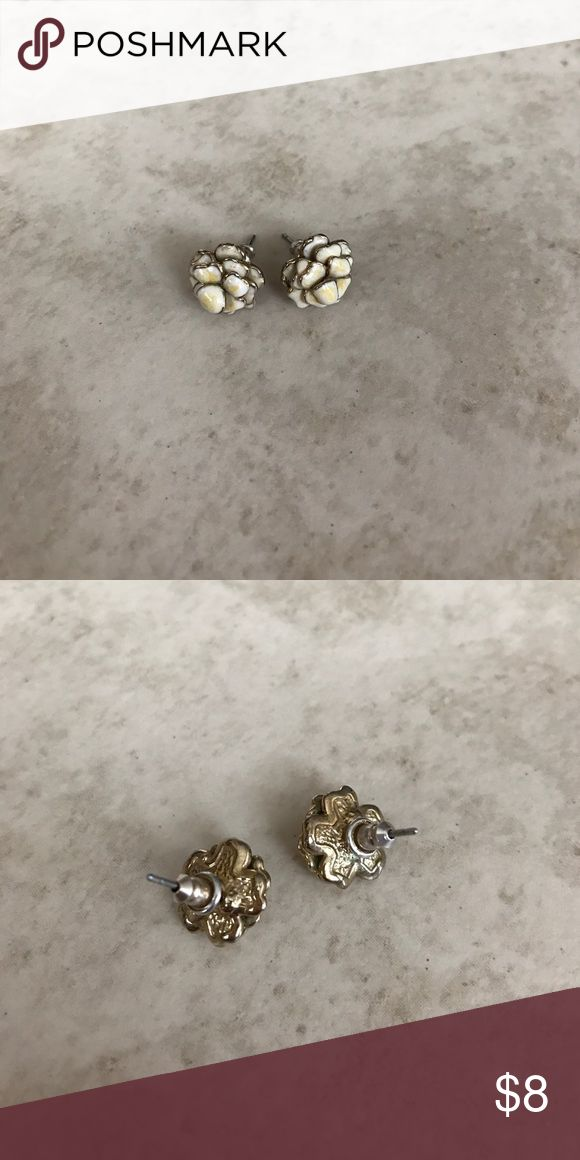 Anthropologie flower stud earrings Anthropologie flower stud earrings. Anthropologie Jewelry Earrings