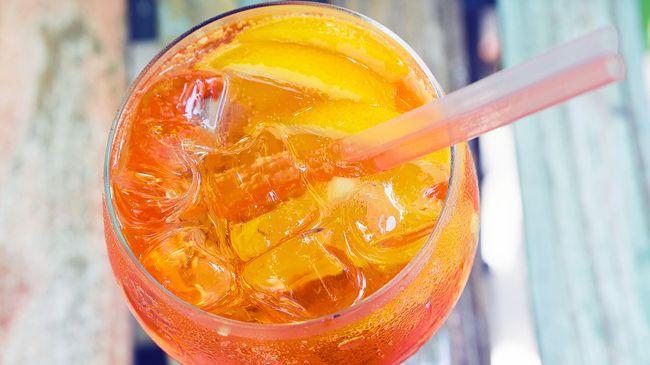 Esiste una ricetta perfetta per lo spritz? La spritz-manìa dal Nordest ha conquistato l'Italia. Lo spritz è il cocktail per eccellenza di Padova ed è uffic