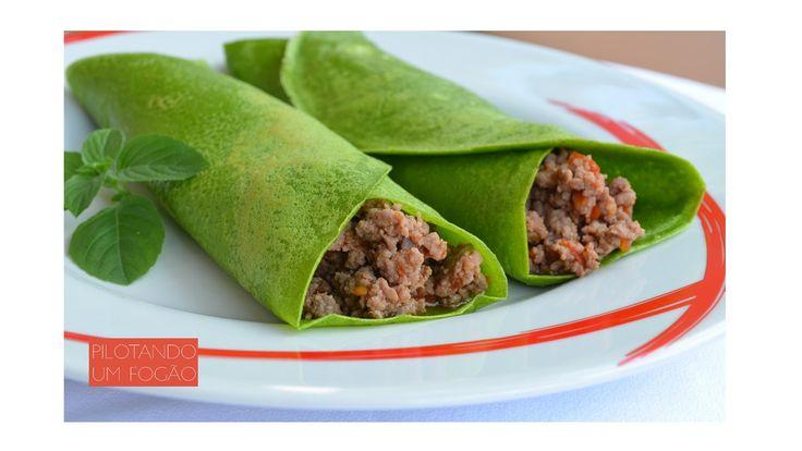 Para o seu dia a dia ficar mais colorido e saudável, ou para a criançada comer melhor, experimente essa receita de panquecas de espinafre. Vem ver!