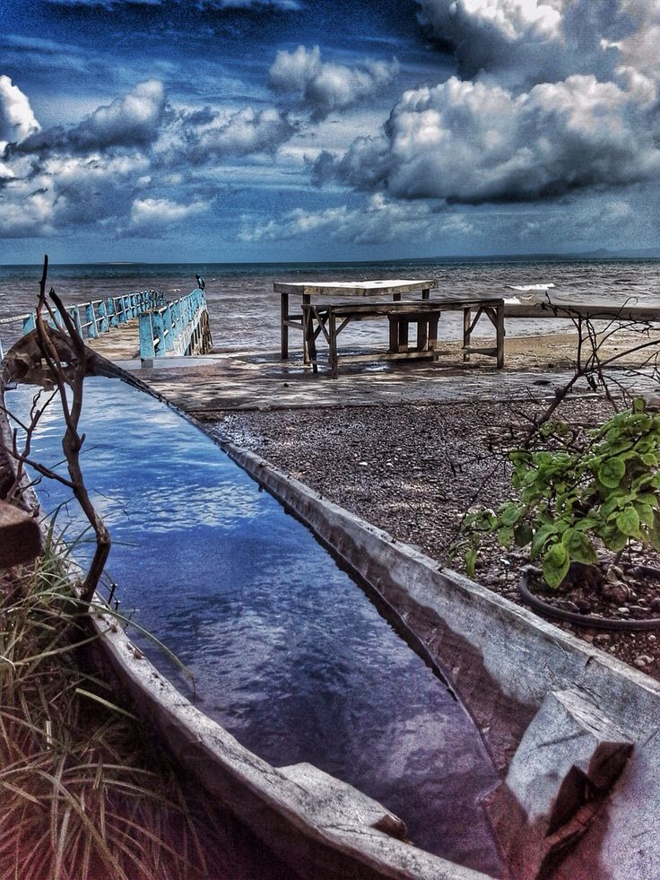 Capture the sky of Kupang on the abandoned boat, East Nusa Tenggara