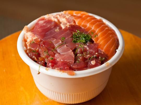 Famous Foods to Try in Hawaii http://thingstodo.viator.com/hawaii/famous-foods-to-try-in-hawaii/