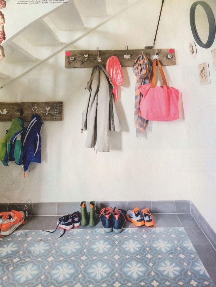 Hal uit vt wonen maart 2014. Kapstokken & kledinghaken van laif & nuver. Portugese tegels gekocht bij tegelaer in Oostwold.