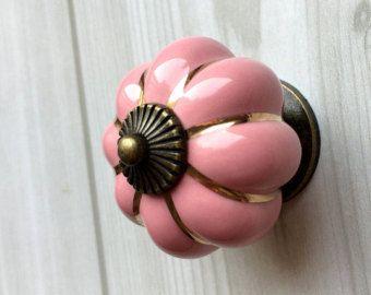 ber ideen zu schubladen griffe auf pinterest knobs schubladenkn pfe und k chenschr nke. Black Bedroom Furniture Sets. Home Design Ideas