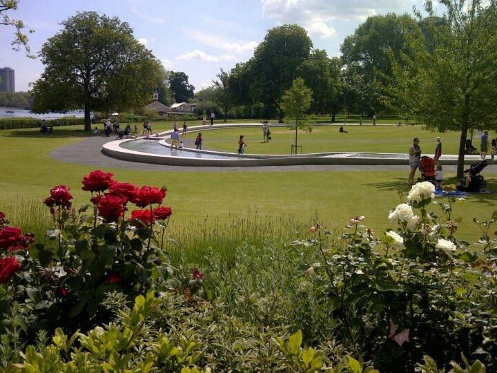 Hyde Park. Princess Diana Memorial