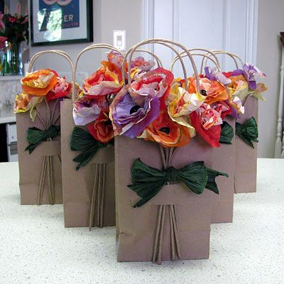 Floral Paper Gift Bags -- Great for gifts in the Spring! | teddystartedit.com