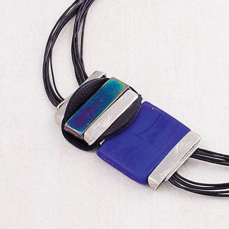 Avez-vous pensé au bleu pour rehausser vos tenues cette saison ? Trouvez les plus beaux bleus dans la collection Anne-Marie Chagnon.