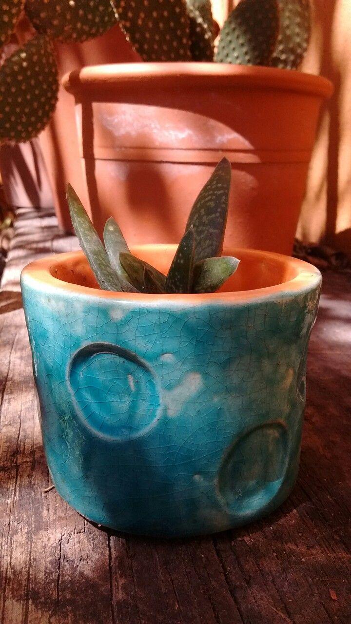 Maceta de cerámica. Esmaltado.