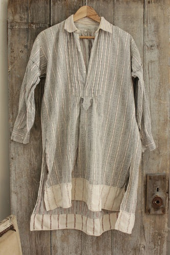 Wonderful French vintage clothing ~ men's nightshirt textile ~ soft , very high quality ~ www.textiletrunk.com