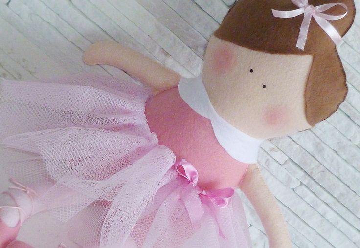 Boeca Bailarina Doll em feltro e filó  Medida 47cm de altura.