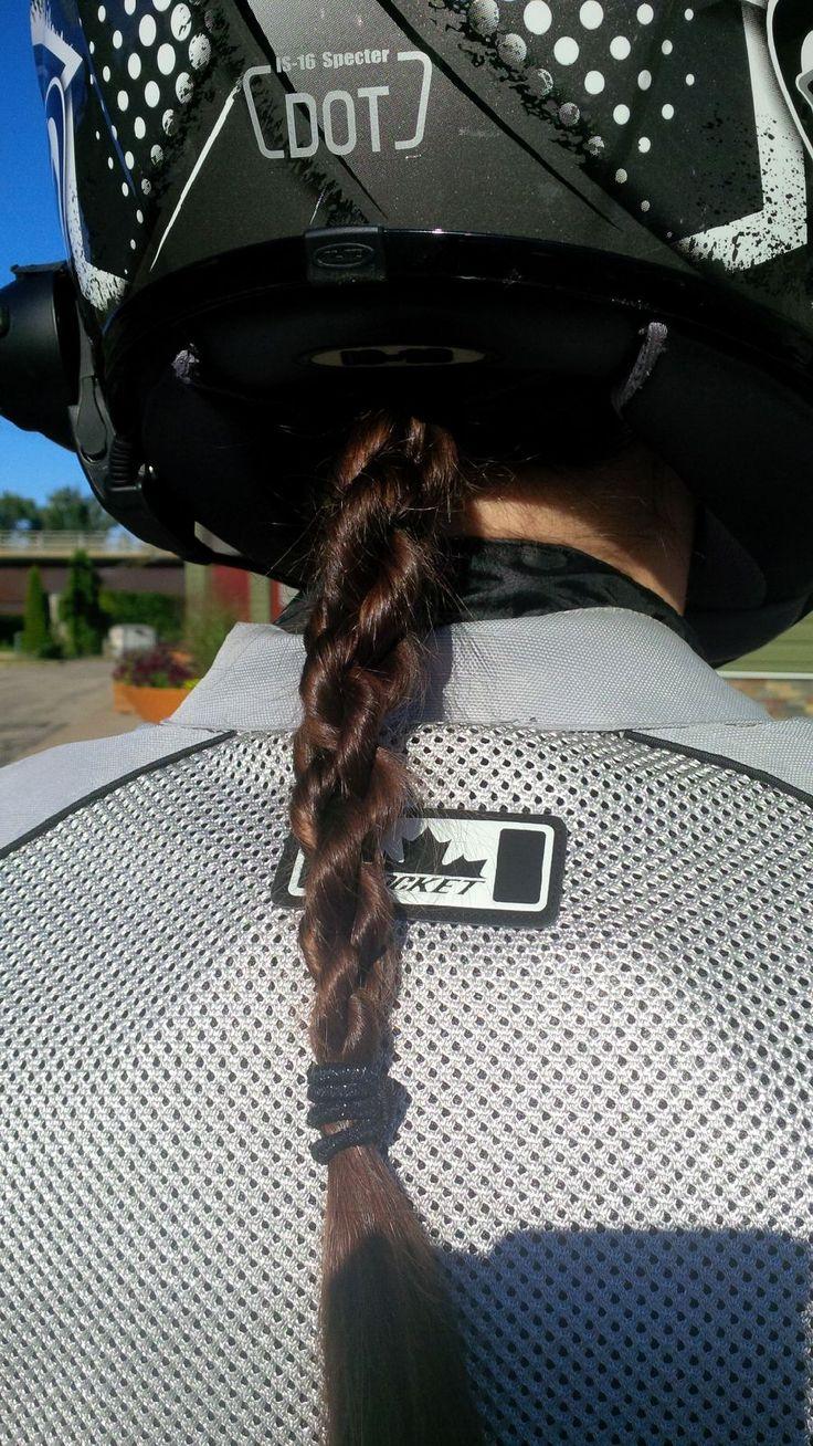 Doppelseilgeflecht – Frisur gut gehalten auf Motorrad   – Harley ❤