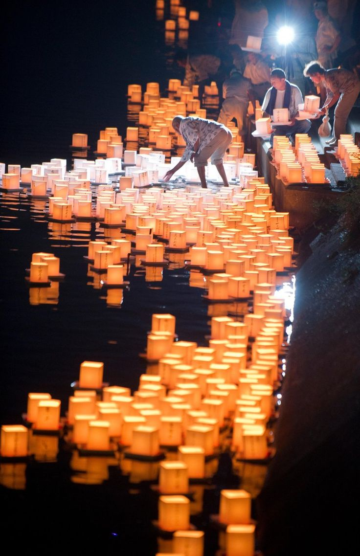 Obon Festival: Japanese Buddhist worshippers place one thousand floating paper lanterns in a river in Ichinomiya city. Credit: © EVERETT KENNEDY BROWN/epa/Corbis | www.eklectica.in #eklectica
