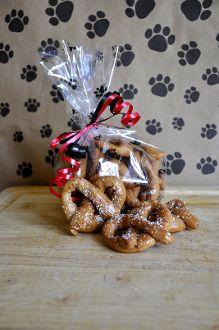 Piggy Pretzels! Bacon Flavored. Homemade Gourmet Dog Treats made in Idaho. NO Preservatives!!