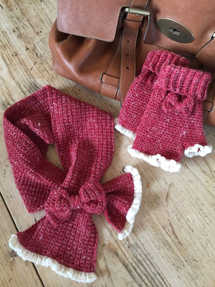 Crochet Club: Matching mitts and scarf for the ladies in your life