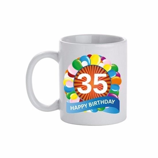 Verjaardag ballonnen mok/beker 35 jaar. Deze leeftijd mok 35 jaar heeft een inhoud van c.a. 300 ml. De beker is magnetron en vaatwasmachine bestendig. Materiaal: keramiek. Hoogte: 9,5 cm. Doorsnede: 8,2 cm.