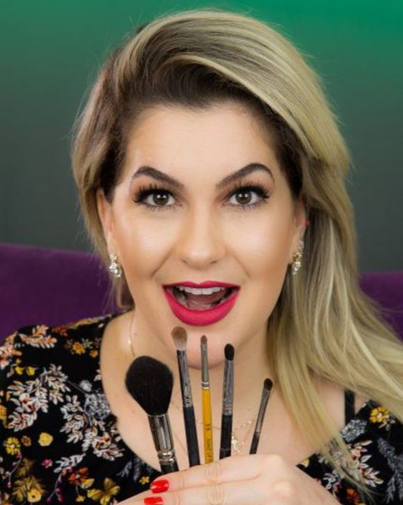 Alice Salazar dá dicas de quais pincéis são fundamentais comprar para o seu kit de maquiagem