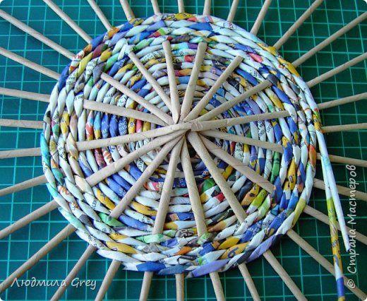 Поделка изделие Плетение Тренируюсь плести кругляши Бумага газетная фото 4
