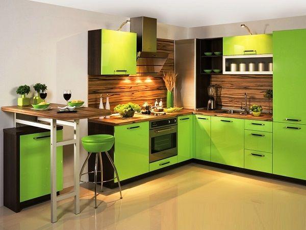 Зеленая кухня   Зеленый:  это цвет спокойствия, отдыха, хорошего настроения, прогресса. Он нравится уравновешенным, ответственным, надежным людям. Кухня в таком цвете будет отлично смотреться с темными тонами.  Плюсы:  Способствует расслаблению и повышает творческую активность;  Считается комфортным;  Богатая гамма оттенков на любой вкус.  Минусы:  Кухня в зеленых тонах подойдет не к каждому стилю.
