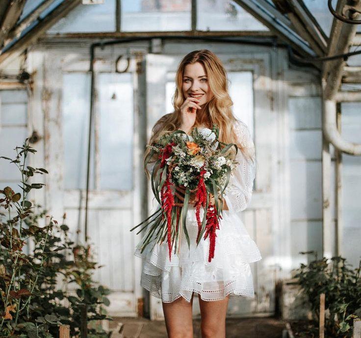 Biel to zdecydowanie mój kolor! Brakuje jedynie pięknych Złotych kolczyków Szekspirowska! Zaglądajcie na bloga czeka więcej magicznych ujęć #wbielicidotwarzy #ślubwkruk #ellewedding @wkruk1840 #me #smile #flowers #blonde #happy fot @paulinaszypula mua @rosiejaredovna