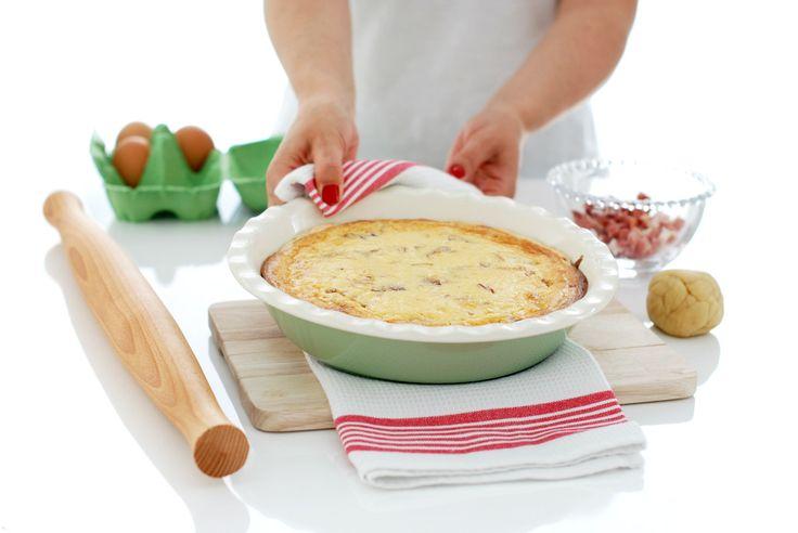 La Quiche Lorraine es un receta original de Francia, hace 400 años la preparaban sin queso y sin bacon, nosotros los añadimos y la preparamos con Thermomix.