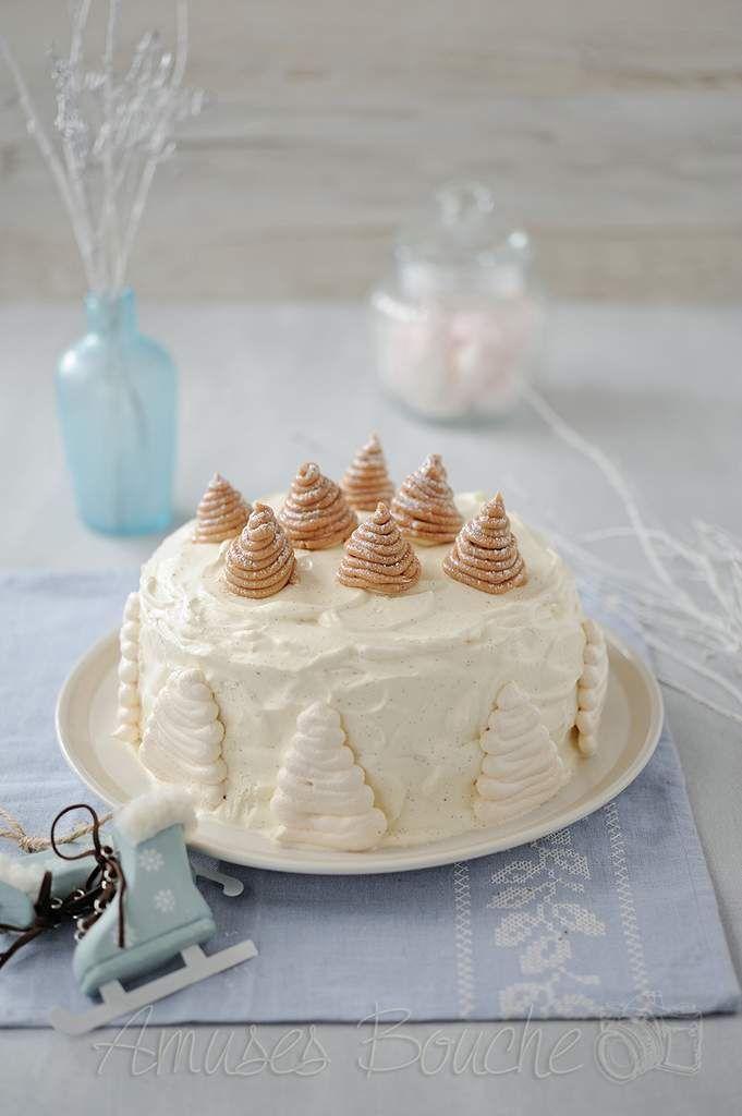 Voici ma version du célèbre Mont-blanc spéciale fêtes de fin d'année. Une superposition de meringue, de crème de marron et de chantilly. Je suis restée sur une déco de sapin, ce thème me colle à la peau cette année, je ne sais pas pourquoi. Ce gâteau...