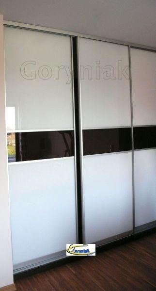 Nowoczesne wnętrza z wtopionymi w nie szafa,i z drzwiami z czarnego lacobelu RAL9005 I białego RAL9003 dodadzą powiew świeżości do codziennego życia http://goryniak.pl/szafy_wnekowe/szafy52wnekowe.jpg