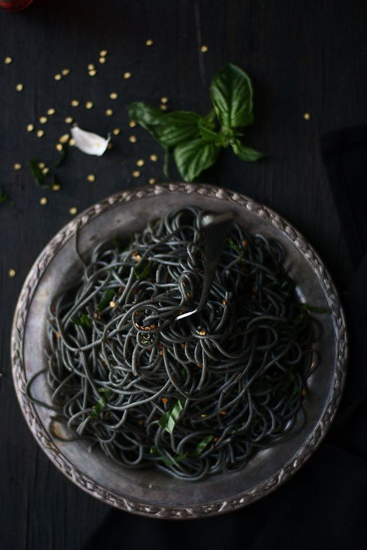 SQUID INK PASTA WITH FENNEL,GARLIC AND BASIL  foodfashionparty.blogspot