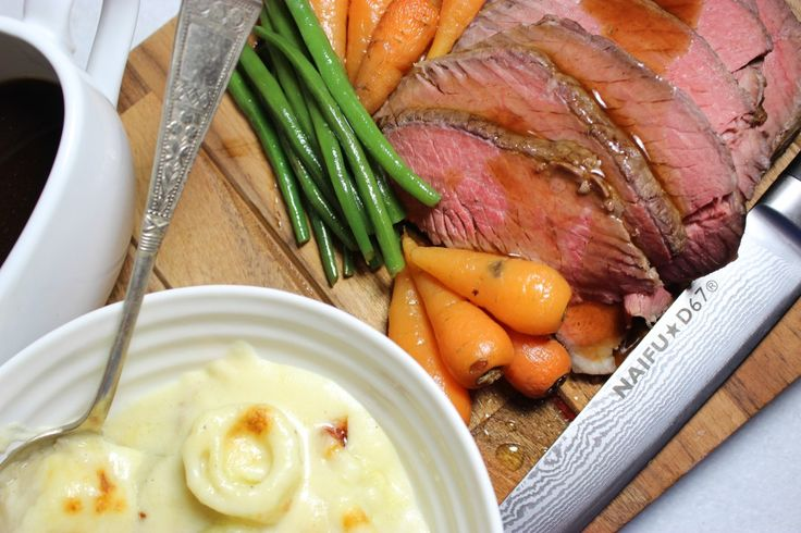 Roast beef dinner with leeks in a creamy cheese sauce