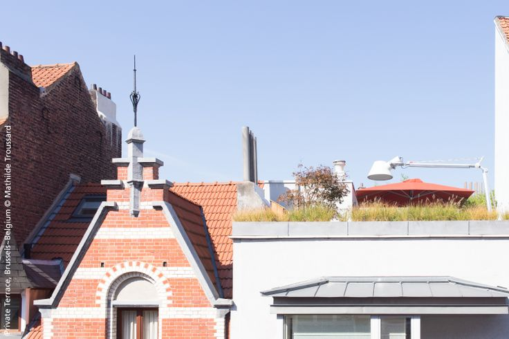 Typical Belgium architecture and a nice private terrace with the outdoors #TOLOMEOXXL ► http://bit.ly/TolomeoXXLOutdoor #design Michele De Lucchi & Giancarlo Fassina