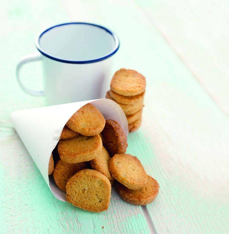 Biscotti delicati e friabili, perfetti per la prima colazione o per accompagnare gelati alla frutta