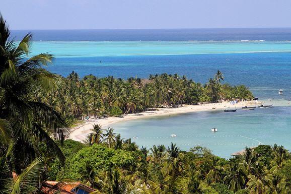 Strand-Urlaub in Kolumbien  (rf) Mehr als 300 Strände bieten die Küsten Kolumbiens am Pazifik und an der Karibik. Strand-Urlaub in Naturparadiesen, weitab von Menschenmassen. Das Meer an den Stränden der Insel San Andrés etwa...   Mehr: http://www.reisefernsehen.com/reise-news/reise-news-aus-aller-welt/387115a29d11df10d-strand-urlaub-in-kolumbien.php
