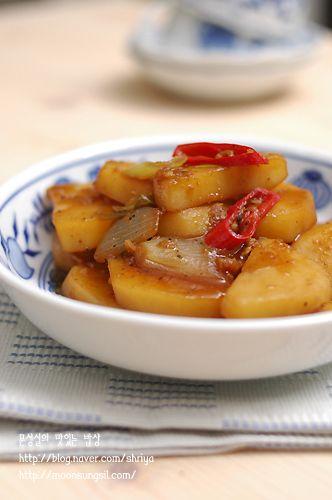 (감자조림) 맨입에 한접시 뚝딱 비우게 되는 파근파근 감자조림...^^